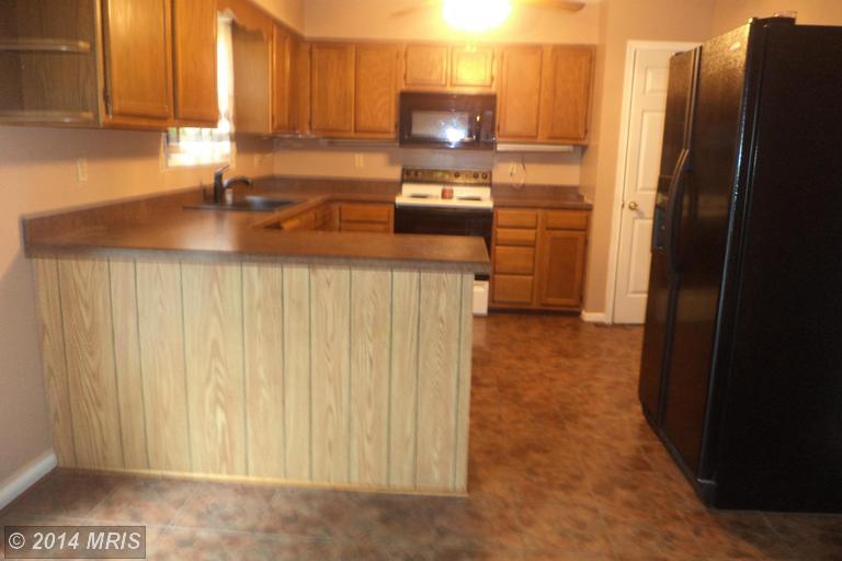 Featured rental spacious 4br 3ba split foyer in waldorf for Split foyer kitchen